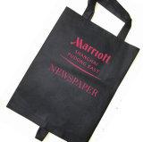Sacchetto non tessuto del giornale con il marchio della stampa