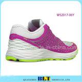 履物のオンラインで運動女性の靴