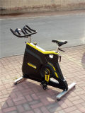 適性装置または体操の装置またはエアロバイクか商業回転のバイク
