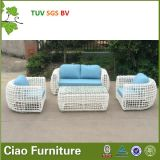 現代様式の屋外の家具の優雅な藤の庭の枝編み細工品のソファー