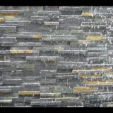 黒い滝によってスタックされるベニヤかLedgestoneまたは培養されたスレートの壁のタイル