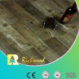 La main d'érable du chêne 12.3mm de vinyle a gratté le plancher en stratifié en bois