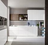 白いMDFのモジュラー食器棚