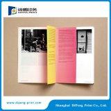 삽입으로 인쇄하는 4개의 색깔 책