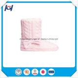 女性のための冬のピンクによって編まれる暖かい屋内ブート