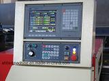 Sulcando o metal da máquina que dá forma à maquinaria de fabricação
