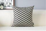 幾何学的なプリント黒の白いクッション、最小主義のイギリスのソファーのクッションの枕