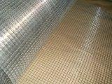 溶接された金網か金網の塀は溶接された金網に電流を通した