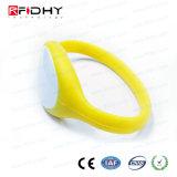 Yo Código Sli amarillo RFID Wristband del silicio en reloj de la forma