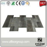 Carrelage de vinyle de PVC de matériau de construction dans la décoration à la maison