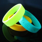 Dark Luminous Silicone Rubber Wrist Band Braceletの魅力Glow
