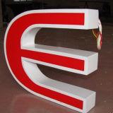 Lettres en acrylique en façade en plein air Signature LED