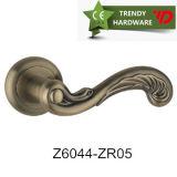 Ручка мебели сплава цинка ультрамодных горячих продуктов сбывания самомоднейшая (Z6121-ZR01)