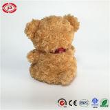 귀여운 푹신한 장난감 브라운 장난감 곰이 견면 벨벳에 의하여 채워진 선물에 의하여 농담을 한다