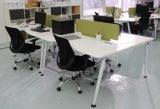 Vector moderno del ordenador de los muebles de oficinas para la persona 2