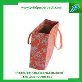 贅沢な党はハンドルの再生利用できる戦利品袋が付いているクラフト紙袋を袋に入れる