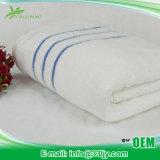 Мягко очень дешево сделанные по образцу полотенца ванны для заплывания