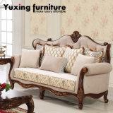 Cadeira clássica americana do braço da tela do sofá da sala de visitas com frame de madeira & a tabela clássica