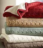 100% 아크릴은 Sherpa 담요로 케이블 뜨개질을 했다