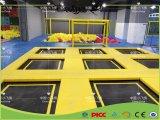 De grote Rechthoekige Apparatuur van de Gymnastiek van het Park van de Trampoline Ritmische met de Kubus van het Schuim voor Jonge geitjes en Volwassene