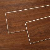 Fonctions fortes en bois de grain intérieur WPC Vinyle composite en vinyle