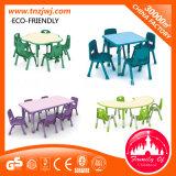 幼稚園のための子供のプラスチック表そして椅子の家具