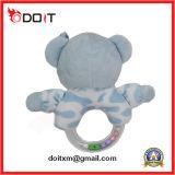 Brinquedos peludos dos bebês com rocha do chocalho