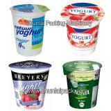 Relleno de la taza del yogur y máquina del lacre