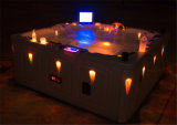 屋内浴槽低下のロマンチックな渦のマッサージ