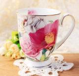 中国の花デザインはコップの古典的な磁器のコップの陶磁器のコップをつなぐ