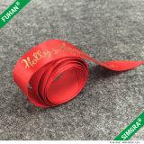La cinta de impresión fondo rojo del logotipo del oro