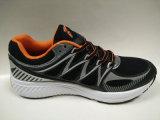 Ботинки обуви нового высокого качества конструкции идущие для людей