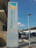 Signe debout de pylône de monument de la publicité extérieure de trottoir