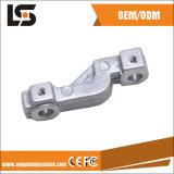 Das Metall, das industrielle Nähmaschine wirft, zerteilt Aluminiumrohrleitung