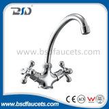 Dello zinco della manopola rubinetto di acqua d'ottone aperto del bagno del becco rapidamente