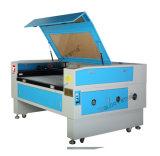Taglio del laser del CO2 e lavoro della macchina per incidere sulla tessile & sul cuoio