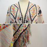 Les femmes façonnent le poncho surdimensionné de cardigan avec le bord de frange