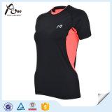 二重カラー女性は適当なTシャツの細い適性の摩耗を乾燥する