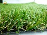 Vista artificial da natureza do gramado da qualidade superior