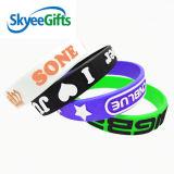La forma fisica dei regali di promozione più poco costosa della fabbrica dell'OEM mette in mostra il braccialetto del silicone