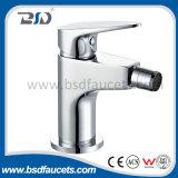 Choisir le mélangeur de bassin de l'eau monté par plate-forme de poignée