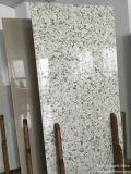 Partie supérieure du comptoir de pierre de quartz de couleur de Carrare pour la décoration