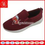 Les chaussures occasionnelles de fruit des enfants purs de couleur avec la configuration
