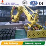 Máquina robótica de la configuración en el ladrillo que hace la planta