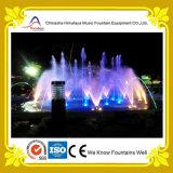 Fontana di acqua del giardino con gli ugelli di ventilatore subacquei