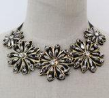 De met de hand gemaakte Halsband van de Nauwsluitende halsketting van het Kostuum van de Slab van de Charme van de Manier van het Kristal van de Parel Ruige (JE0005)