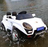 Kind-elektrisches Auto, batteriebetriebenes Auto, Fahrt auf Auto