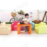 調節可能なソファーの机の子供の調査の表および椅子
