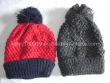 Strickende Muster wärmen Hut mit Pompoms/Häkelarbeit-Hüten (DH16361)