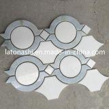 Mattonelle di mosaico Waterjet bianche di Carrara di sconto, reticolo Waterjet di marmo del pavimento